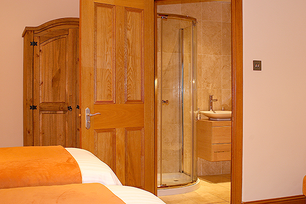 ENSUITE, TWIN BEDROOM