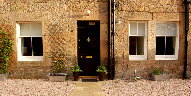 The Courtyard - Sleeps 10, Private Parking, Sky TV, Wifi, 4 Star STB rating, Disabled Access