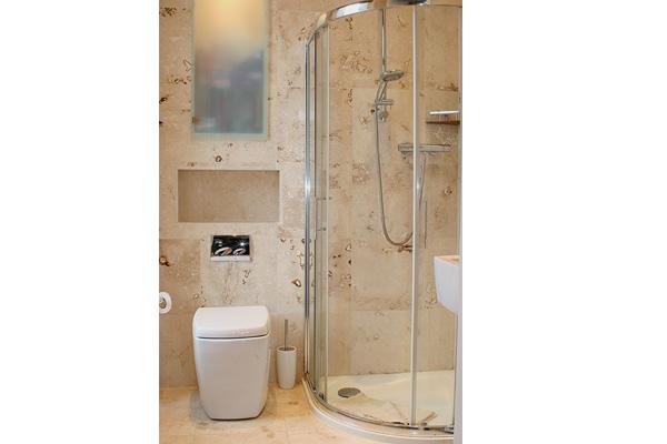 Master king size bedroom en-suite with large shower cubicle