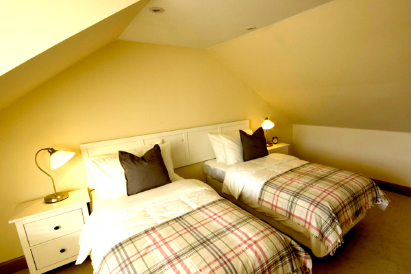 UPSTAIRS BEDROOM: 2 SINGLE BEDS OR ZIPPED AND LINKED TO FORM A SUPER-KING SIZE
