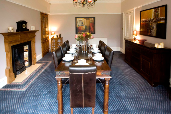 DINING ROOM WITH SEATING FOR 10 PEOPLE
