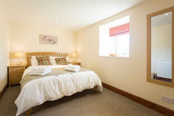Wallace Bedroom on first floor : Kingsize with use of 2 bathrooms on hall landing