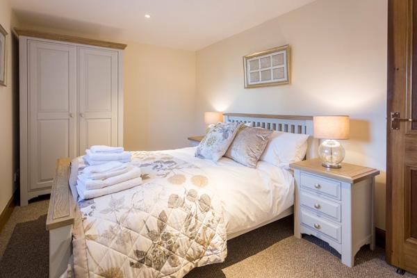 Fraser bedroom on first floor : Kingsize with en suite bathroom
