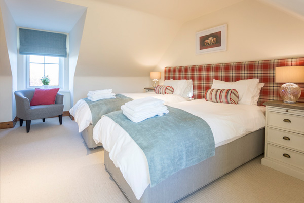 MacKenzie bedroom on 2nd floor: zip and link beds ( 1 x superking or 2 x single beds) Views to Stirling Castle from this bedroom