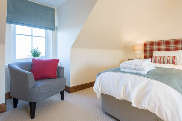 Mackenzie bedroom : zip and link beds ( 1 x superking or 2 x single beds) Views to Stirling Castle from this bedroom