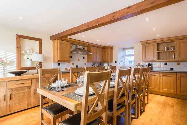 Farmhouse Kitchen with seating for 10 people